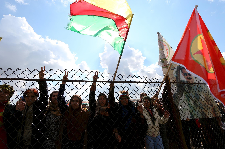 Người Kurdistan biểu tình ở biên giới Thỗ - Syria, ngày 09/02/2016, chống lại các chiến dịch của chính phủ Ankara.