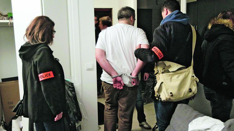 提供假證明辦學生居留 巴黎一所商校涉案人被拘押 (2015年12月17日)