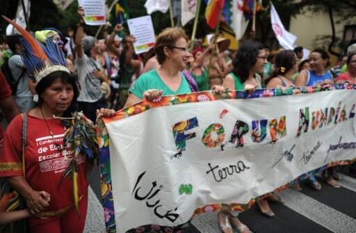 Fórum social mondial de 2012 foi em Porto Alegre.