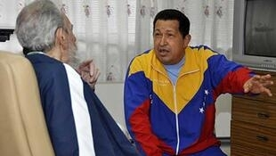 Fidel Castro visits Hugo Chavez in hospital in Havana on 17 June