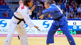 A brasileira Rafaela Silva perdeu para a francesa Automne Pavia na disputa pela medalha de bronze nesta quarta-feira (27).