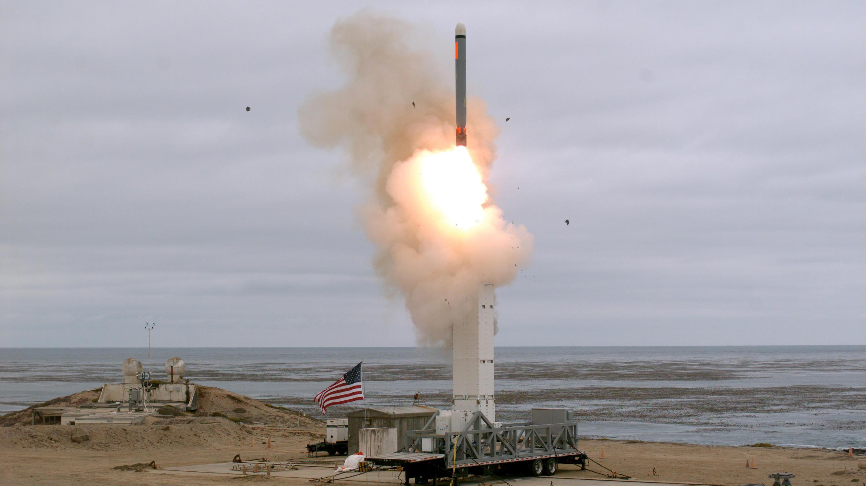 Испытание крылатой ракеты «Томагавк» на острове Сан-Николас в Калифорнии.