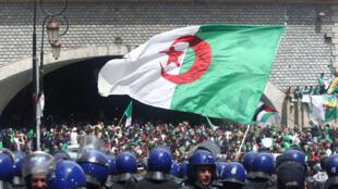 Les forces de l'ordre ont interdit l'accès des principales artères, à Alger, le 12 avril 2019.