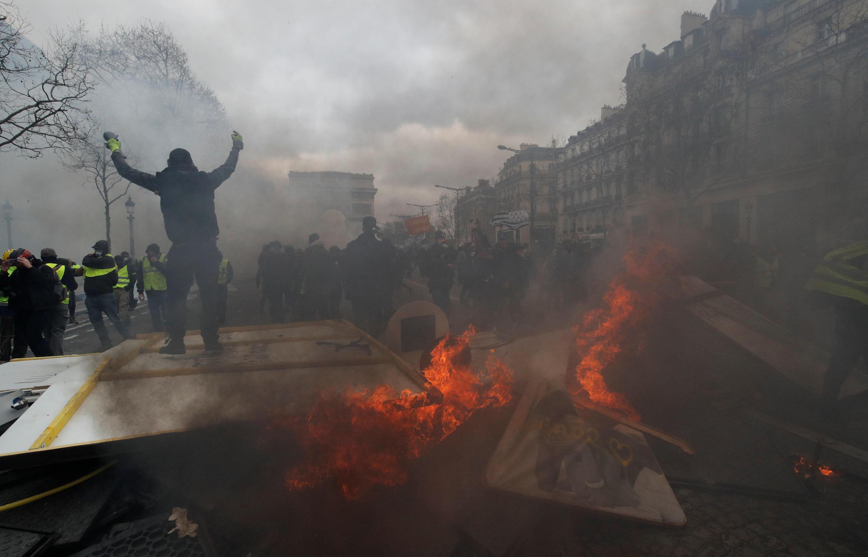 Протесты «желтых жилетов» на Елисейских полях в Париже, март 2019 года