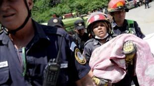 masu aikin ceto a kasar Guatemala