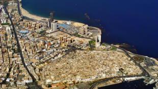 La Libye, à 500 km, est en passe de devenir une base arrière très puissante des jihadiste de Daech.