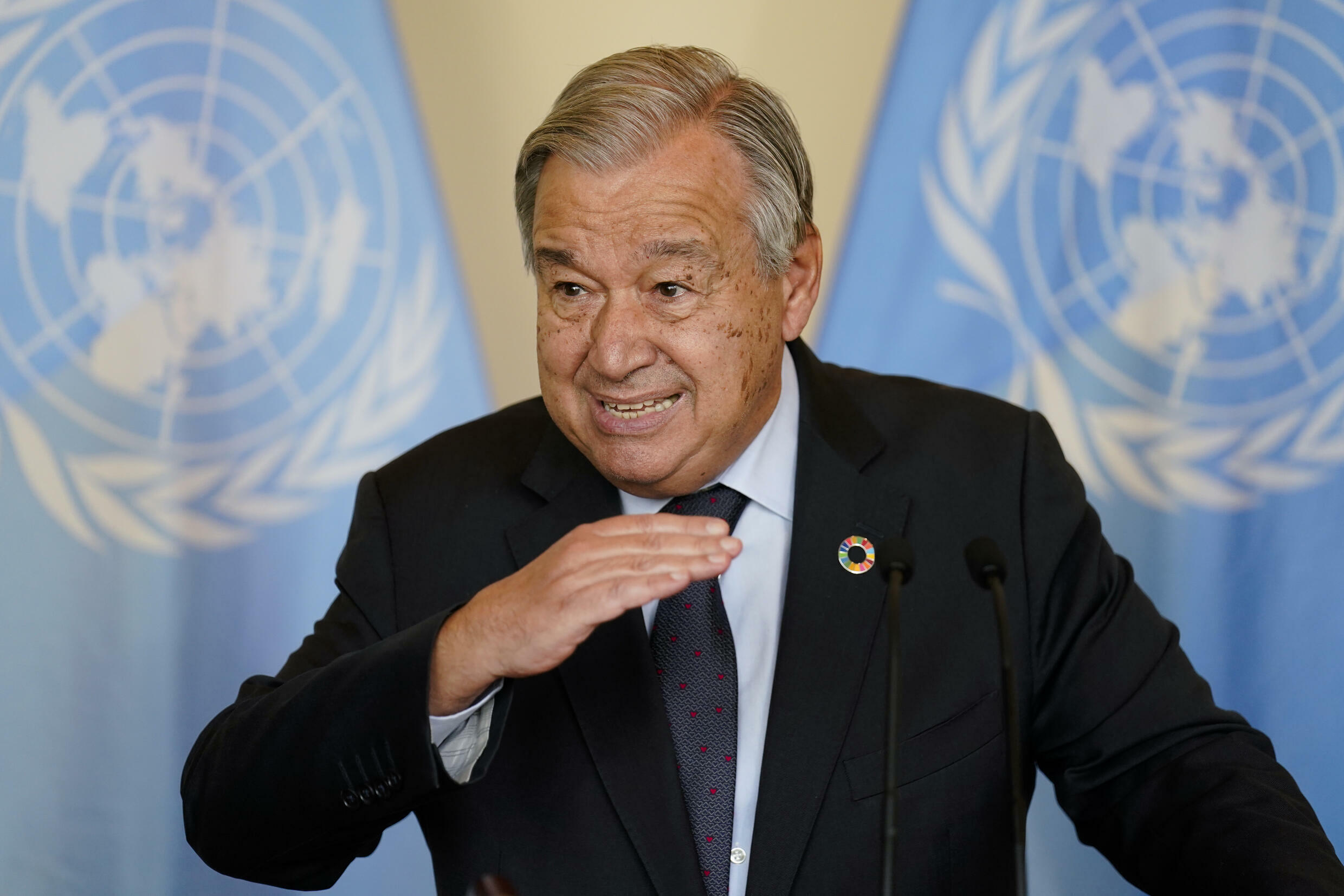 Antonio Guterres, Secretary General of the United Nations, co-hosted a closed-door meeting with several leaders of wealthy nations as part of UN climate week