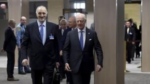 Đại sứ Syria tại Liên hiệp quốc và trưởng phái đoàn chính phủ Bashar al-Jaafari (trái) và  đặc sứ tổng thư ký LHQ  về Syria Staffan de Mistura (phải) tại Genève ngày 16/03/2016.
