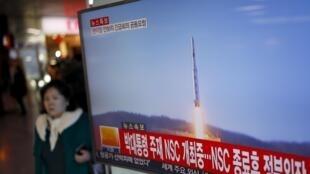 Imagens do lançamento do foguete pela Coreia do Norte neste domingo, 7 de janeiro de 2016.