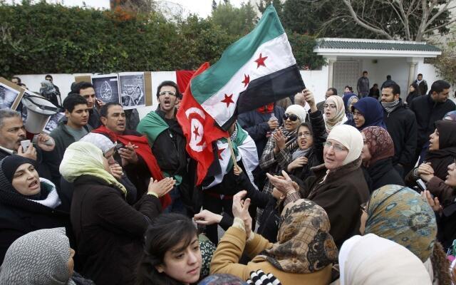 Manifestation devant l'ambassade syrienne à Tunis, le 4 février 2012.