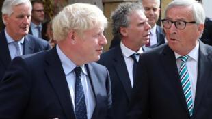 Thủ tướng Anh Boris Johnson (T) và chủ tịch Ủy Ban Châu Âu Jean-Claude Juncker sau cuộc họp tại Luxembourg, ngày 16/09/2019