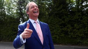 El líder del Brexit Party Nigel Farage llega para votar en Biggin Hill, Reino Unido, el 23 de mayo de 2019.