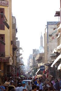 Une rue grouillante du Caire.