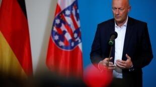 Thomas Kemmerich, membre du parti libéral FDP, a été élu grâce au parti d'extrême droite AfD, le 5 février à Erfurt, Allemagne.