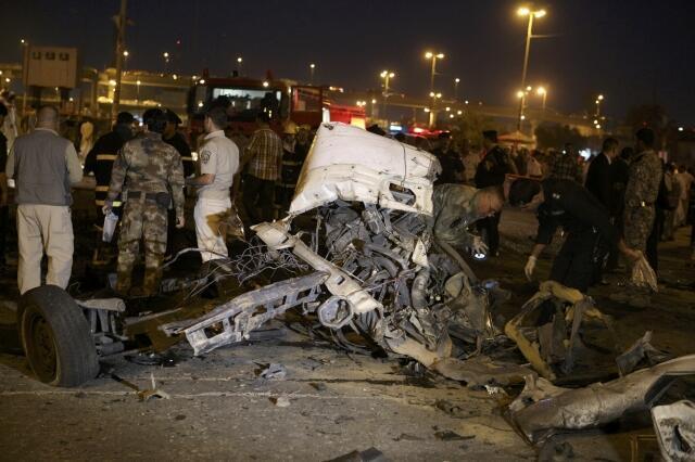 انفجار یک خودروی بمبگذاری شده در یک پارکینگ در مرکز شهر نجف. ٥ اردیبهشت/ ٢٥ آوریل ٢٠١٣