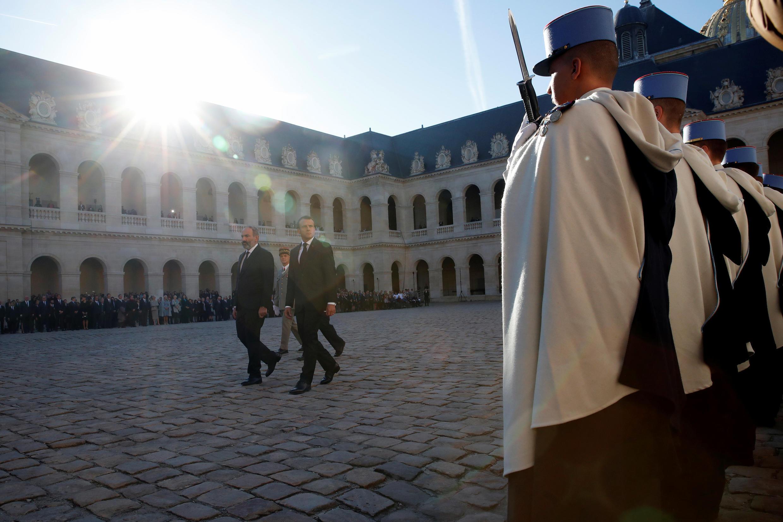 Никол Пашинян и Эмманюэль Макрон перед началом церемонии провели смотр войск