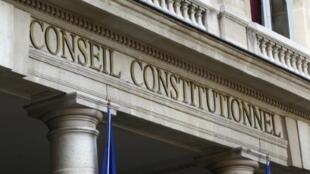 Le Conseil constitutionnel français est le gardien de la Constitution française, socle de la République.