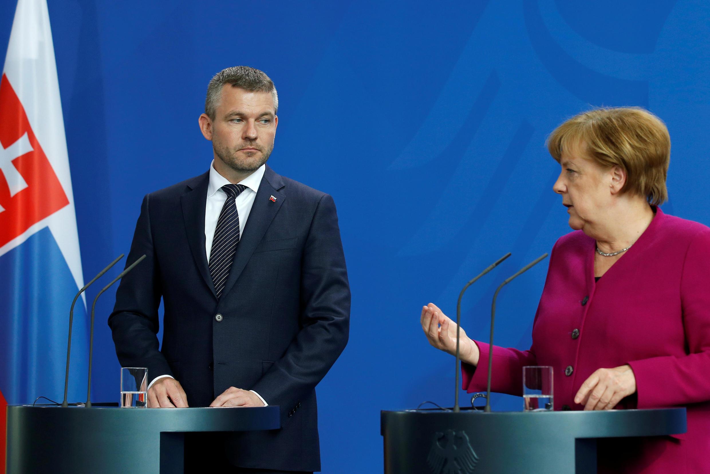 Thủ tướng Đức Angela Merkel và đồng nhiệm Slovakia Peter Pellegrini trong cuộc họp báo ngày 02/05/2018.