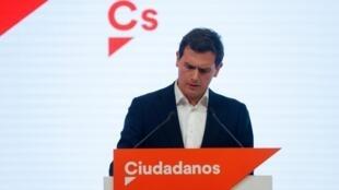 Après 13 ans à la tête de la formation centriste, le dirigeant de Ciudadanos Albert Rivera a annoncé sa démission, le 11 novembre 2019.