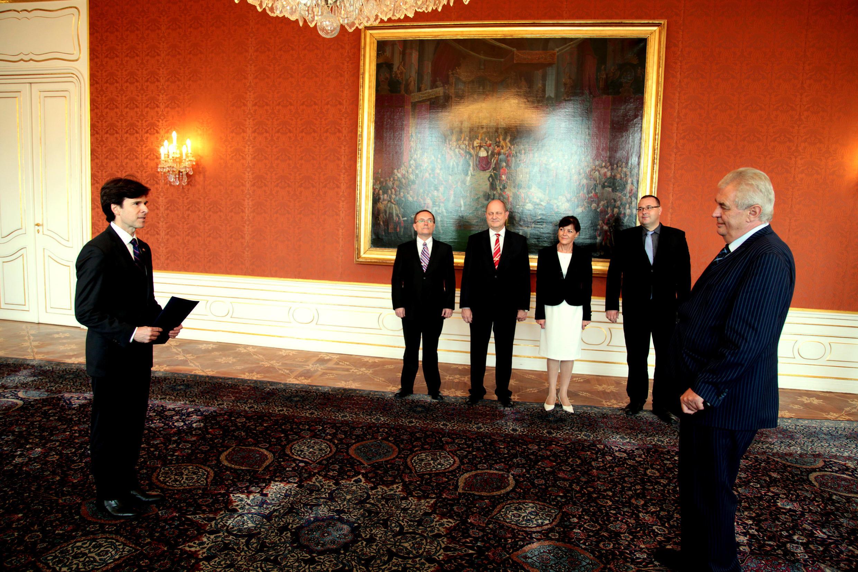 Quand l'ambassadeur américain Andrew Shapiro présentait ses lettres de créances au président  tchèque Milos Zeman, le 29 septembre 2014, au Château de Prague.