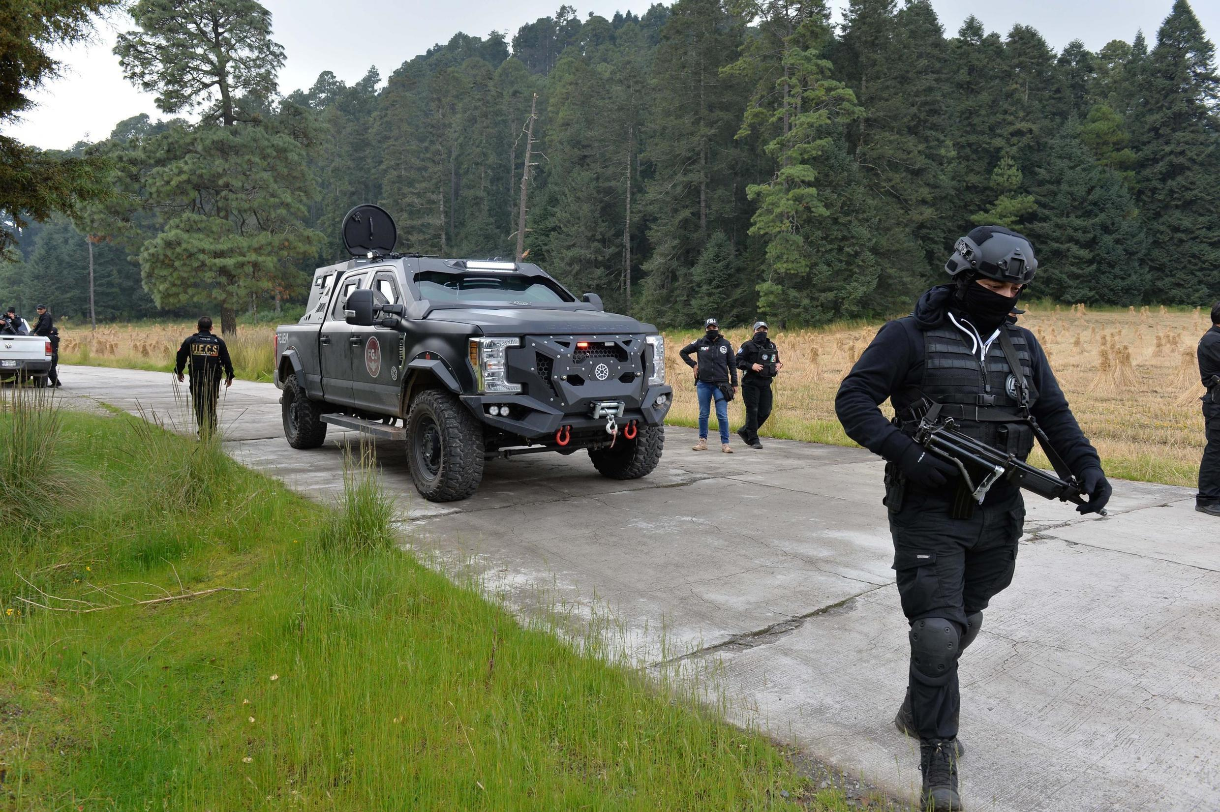 Police and soldiers search for the missing Frenchman and his Mexican travelling companion, who were kidnapped (and later released) at the Nevado de Toluca volcano in Mexico, 24 November 2019