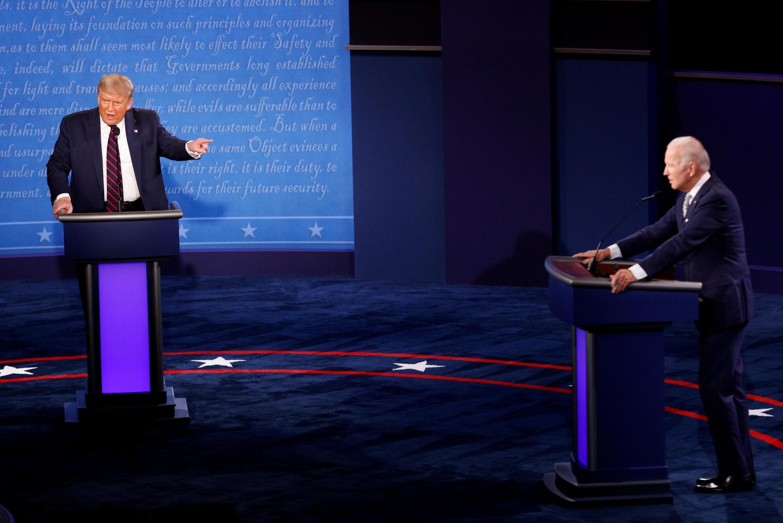 O presidente Donald Trump durante um debate com o ex-vice-presidente Joe Biden, marcado pela troca de farpas