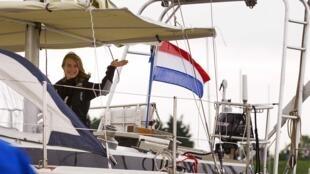 Голландка Лора Деккер отправляется в кругосветное плавание.