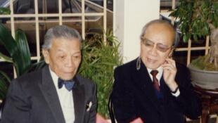 Luật sư Nguyễn Mạnh Tường (trái) và Giáo sư Hoàng Xuân Hãn tại Paris năm 1989.