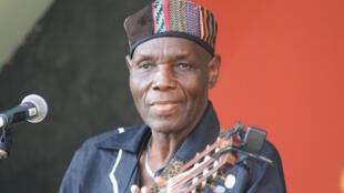 Mwanamuziki raia wa Zimbabwe, Oliver Mutukudzi, ambaye muziki wake una vionjo na asili ya tamaduni za kiafrika