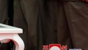 朝鲜最高领导人金正恩与军方长官资料图片