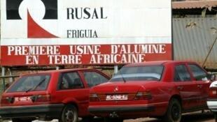 Entrée de l'usine d'alumine de Fria, gérée par la société Rusal.