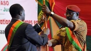 Shugaban Rikon kwarya Burkina Faso Michel Kafando da Kanal Isaac Zida Frimiyar kasar