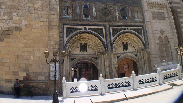 À l'entrée de l'université médiévale Al-Azhar, au Caire, qui fut un exceptionnel lieu de bouillonnement de la pensée et des idées dans le monde arabe depuis le Xe siècle.