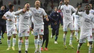 Les joueurs de l'Olympique de Marseille après leur victoire à Lille, le 16 février.