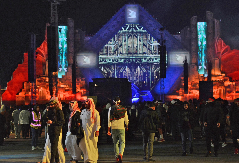 Festival de música eletrônica MDL Beast Fest, celebrado na Arábia Saudita em 19 de dezembro. Riad se abre para turismo para diversificar sua renda.