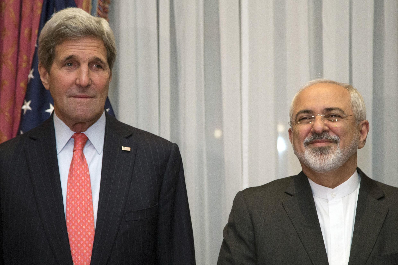 Госсекретарь США Джон Керри и глава МИД Ирана Мухаммед Джавад Зариф в Лозанне, Швейцария, 16 марта 2015