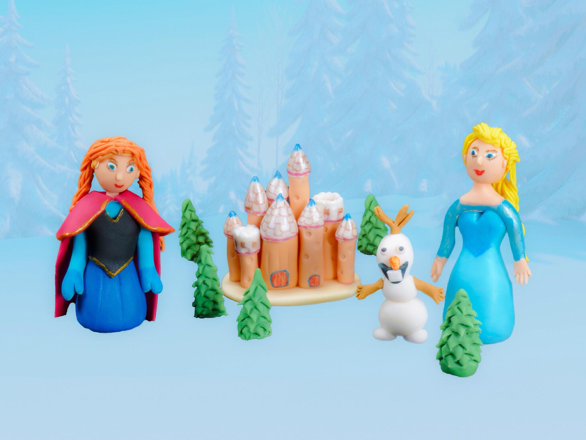 Bánh cake hình nhân vật trong phim hoạt hình Nữ hoàng băng tuyết của Walt Disney.