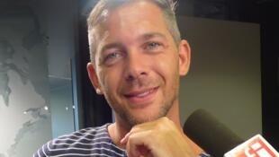 Romain Puertolas en los estudios de RFI