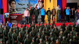 O presidente venezuelano Nicolas Maduro, com militares em Maracaibo. 06/02/19