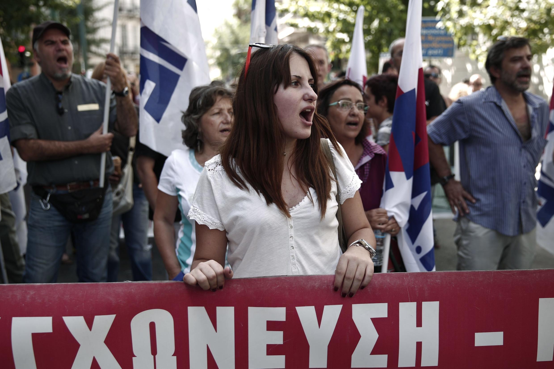Servidores protestam contra a austeridade em frente à sede do Ministério da Saúde, em 12 de setembro de 2013, em Atenas.