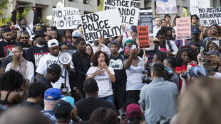 Biểu tình phản đối nạn bạo hành của cảnh sát đối với người da đen tại Mỹ. Ảnh chụp tại Dallas - Mỹ ngày 07/07/2016.