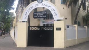 L'Institution Sainte Jeanne d'Arc, dans le centre-ville de Dakar, accueille près de 2 000 élèves.