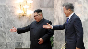 Selon The Washington Post, après la rencontre surprise de deux Corées, l'ambassadeur américain Sung KIM entre en Corée du Nord dimanche 27.05.2018