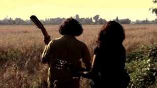 Dos jovenes cantores chilenos filmados por el director francés Vincent Moon en su documental 'La Cueca, antes de Dios'.