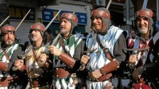 Un grupo de la comparsa de Moros de Ontinyent.