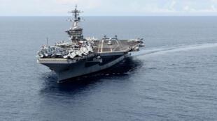 Hàng không mẫu hạm USS Theodore Roosevelt tại Biển Đông, ngày 05/11/2015