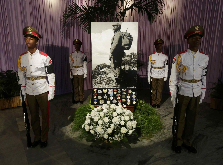 Bức ảnh chân dung đen trắng của lãnh tụ Cuba Fidel Castro.