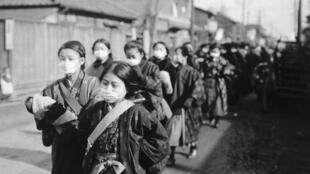 La grippe espagnole a touché toutes les régions du monde, de l'Europe à l'Asie - ici le Japon.
