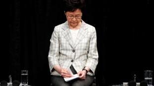 Lãnh đạo đặc khu hành chính Hồng Kông, Lâm Trịnh Nguyệt Nga (Carrie Lam) trong cuộc đối thoại với dân đầu tiên ngày 26/09/2019.