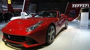 Chiếc Ferrari F12 Berlinetta được giới thiệu với báo chí trong ngày đầu tiên 27/09/2012 tại Hội chợ xe hơi quốc tế tại Paris.